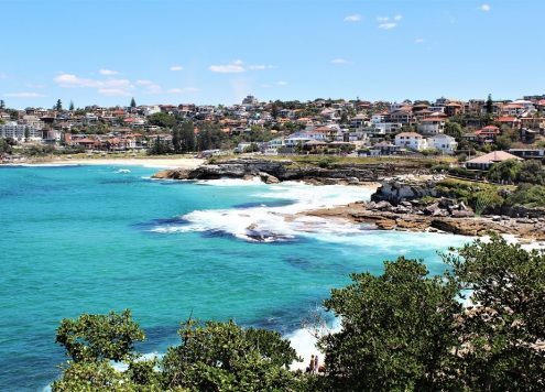 Find out what Sydney weather is really like, including packing lists for people moving to Australia or backpackers visiting Australia, best months to hike or visit Sydney beaches, and how to heat and cool your home if you're moving to Sydney.