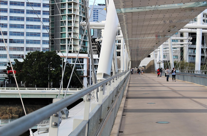 15 fun things to do in Brisbane Australia, the capital city of Queensland. Includes Brisbane cafes, laneways, South Bank, places to eat, Brisbane nightlife, free tours, Kangaroo Point, Botanic Gardens & more.
