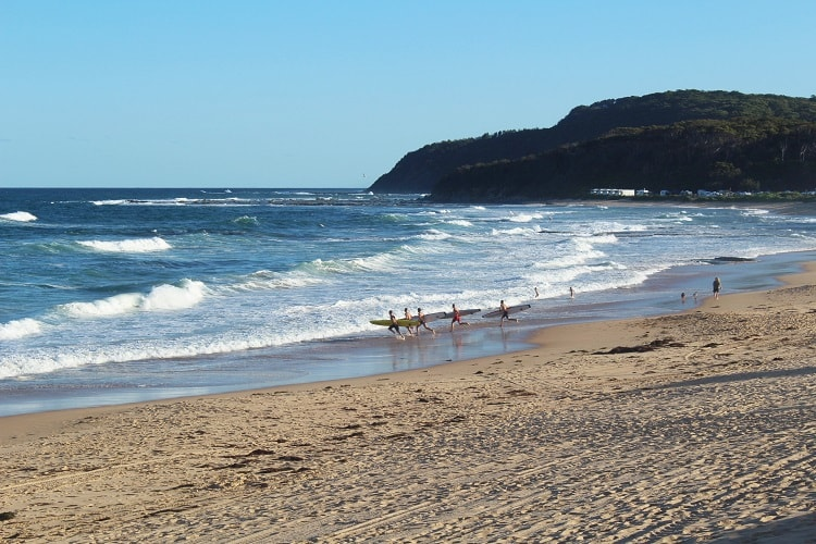 Enjoy a nature-filled trip to The Entrance on Central Coast NSW, Australia, just 90 minutes' drive from Sydney. Discover amazing beaches, including Shelly Beach and Bateau Bay, short coastal walks and the best places to see from Avoca Beach up to Norah Head.