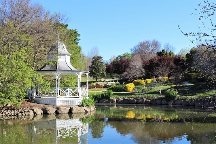 Discover the best things to do in the Hunter Valley NSW, including wine tours, walks, Hunter Valley Gardens & accommodation.