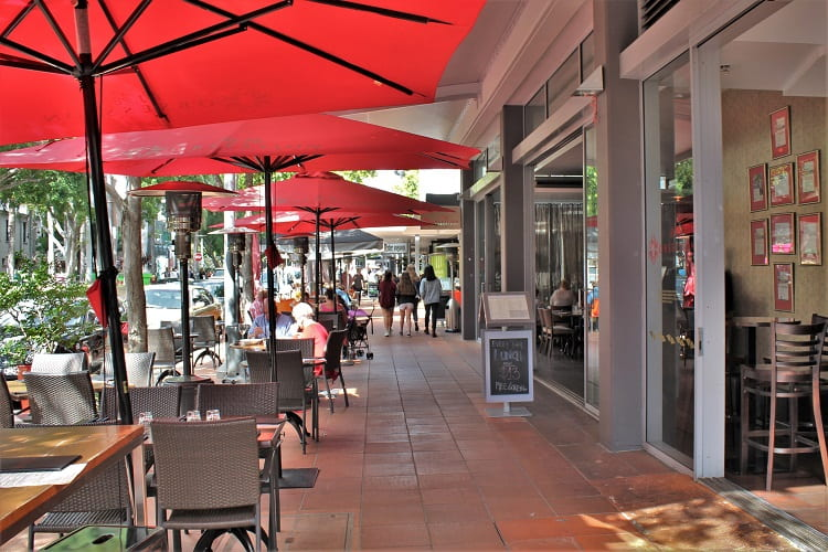 The lowdown on living in Brisbane Australia: outdoor dining at South Bank.
