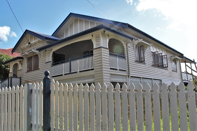 The lowdown on living in Brisbane Australia. Property in Brisbane & old Queenslander houses.