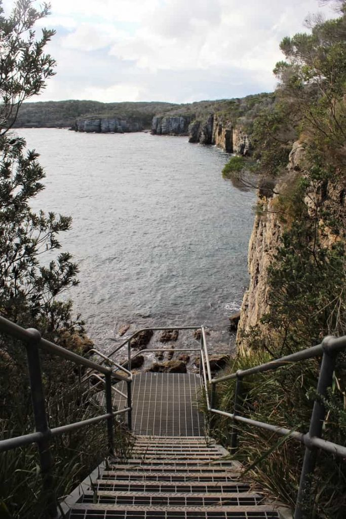 Point Perpendicular cliffs on the Outer Tubes Walk on the Beecroft Peninsula, Jervis Bay.