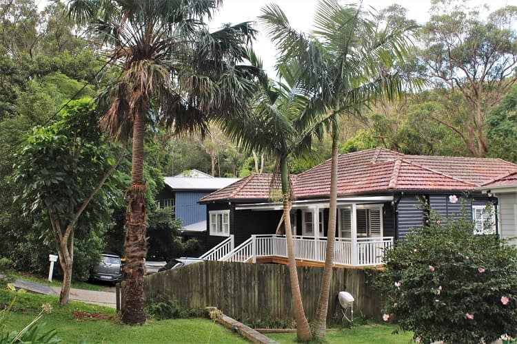 Beautiful house in Avalon Beach, Sydney and forest behind.