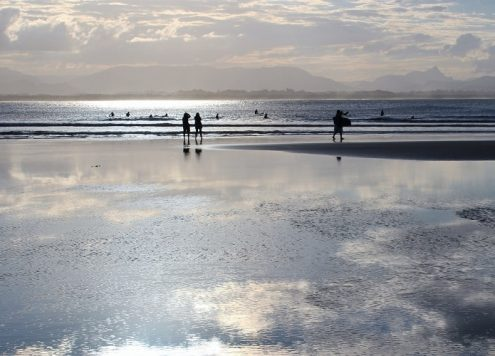 Discover the top things to do in Byron Bay, NSW's hippy, holiday town! Accommodation, nightlife, beaches, surfing & shopping.