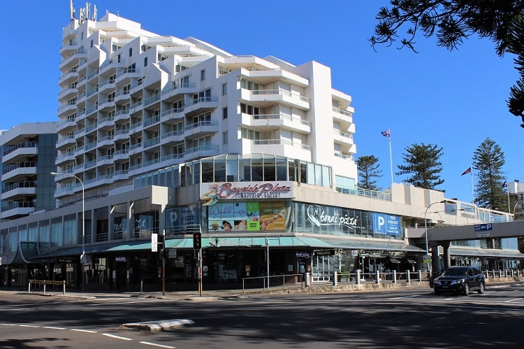 Novotel in Brighton Le Sands, Sydney: a four-star hotel overlooking beautiful Brighton Beach.