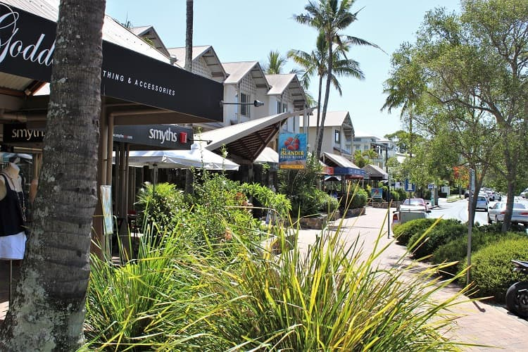Shops and restaurants on Gympie Terrace in Noosaville