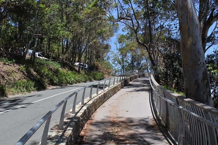 The walking track along Park Road, Noosa.